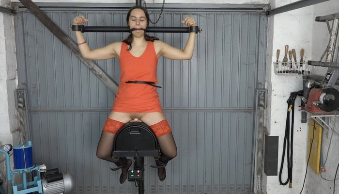 Aiyana Milked with Electric Massager at Sybian Ride