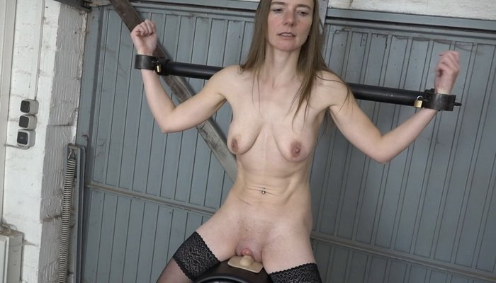 Slavegirl Karina on the Sybian
