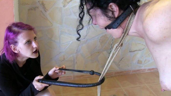 Rija Mae a very playful way fun with slave Minuit!