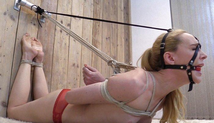 British bondage model Ariel Anderssen protest and struggle tied in predicament position