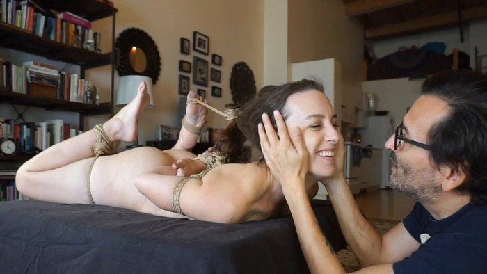 Elise's super hot orgasm on the bondage table