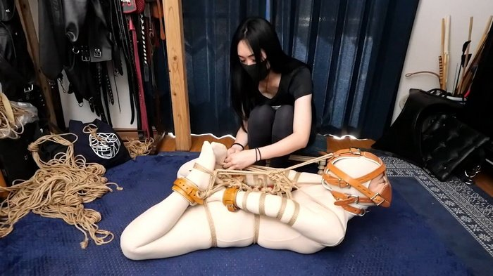 Hinako in Zentai suit a restrictive rope bondage hogtie