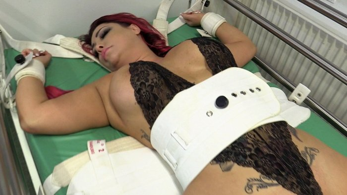 Busty girl Curvy Ra is tightly chained to Segufix