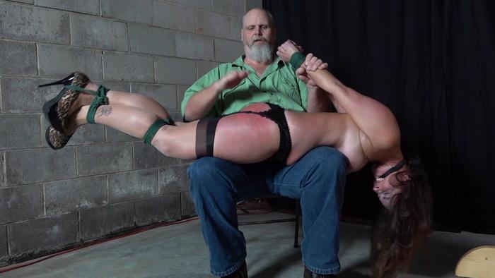 ivn_bor_carrisad_spanking_bdg.mp4_