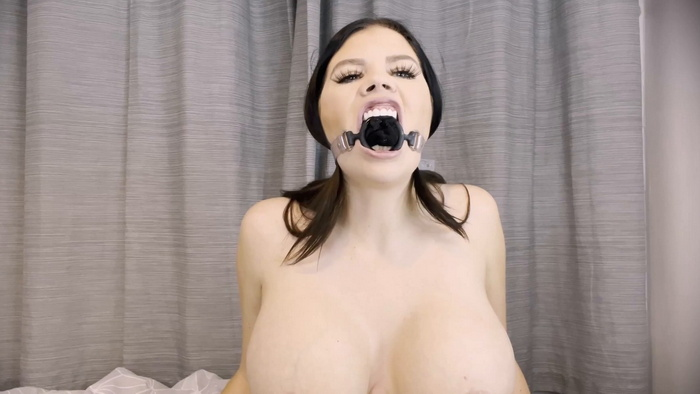 Sexy gag and talks with nude Terri