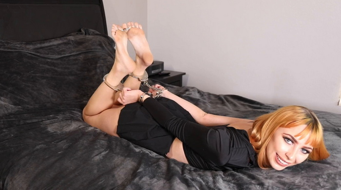 Fetish job auditions – self handcuffing from Summer