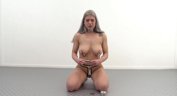 Nora want to set a new record weight lifting with nipple clamps. MB638